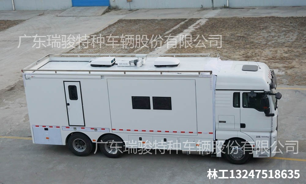 进口奔驰箱体式车型应急指挥车出厂